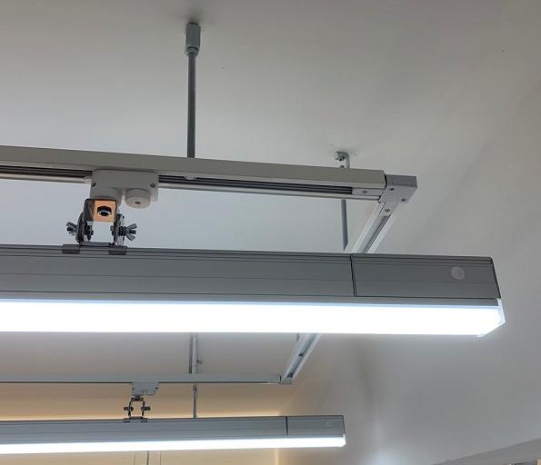 【美背快接線型燈】可搭配二線控或四線控軌道安裝使用,內置無線調光器,外型美觀一體、安裝簡易